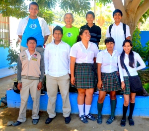 Eco Educator Paty Baum with current Joven Ecologístas de Pescadero (Youth Ecologists) group